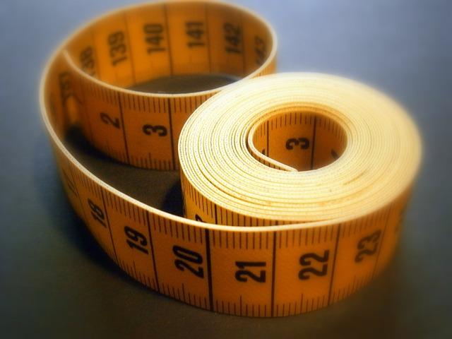 Un mètre ruban, pour mesurer.