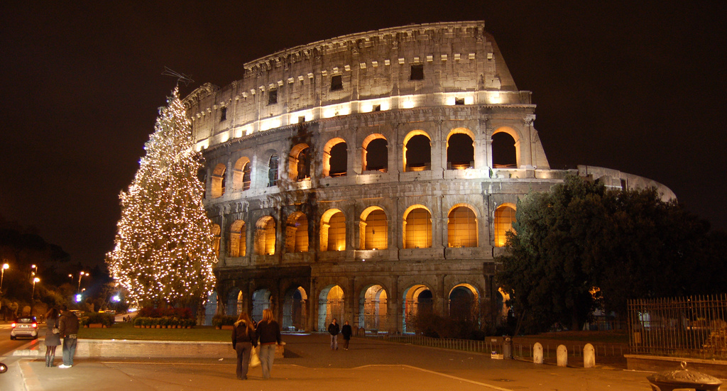 The_Colosseum_during_Christmas