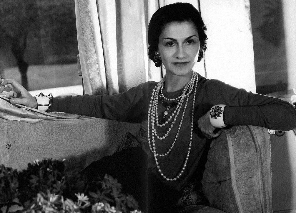 portrait de Coco Chanel noir et blanc