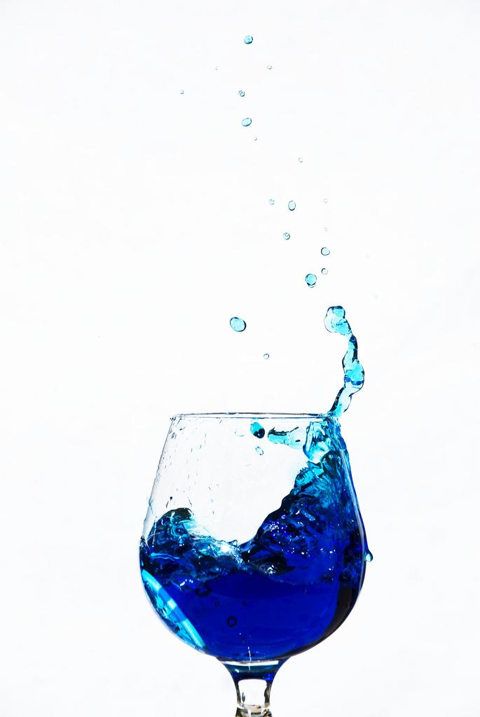 verre de vin bleu