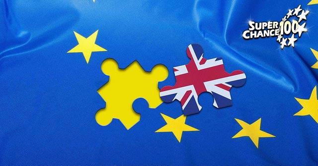 Montage du drapeau européen avec une étoile remplacée par une pièce de puzzle représentant le drapeau du Royaume-Uni.