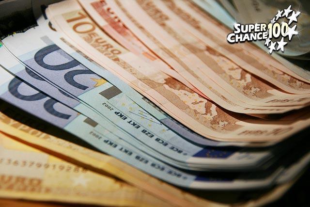 Tas de billets de banque.