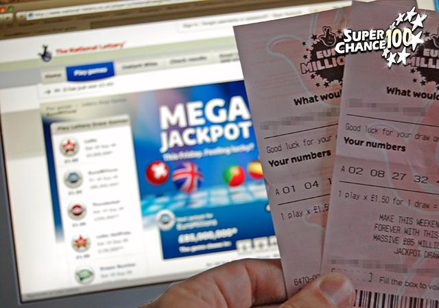 Personne en train de vérifier le résultat du tirage Euro Millions avec des tickets en main.