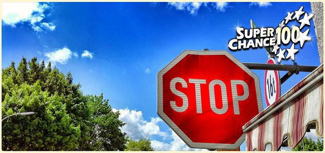 """Panneau de signalisation """"stop""""."""