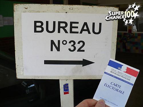 Un panneau de bureau de vote pour l'élection présidentielle en France.