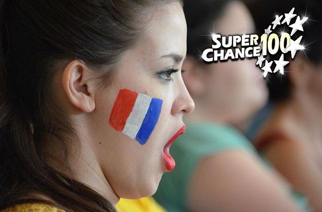 Photographie d'une jeune française agréablement surprise par la victoire des français.
