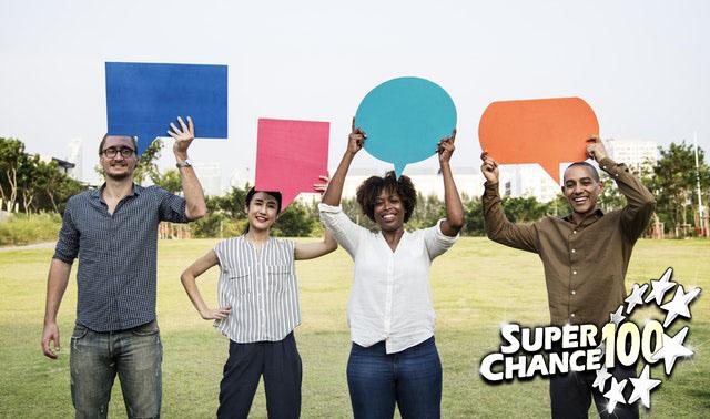 Groupe de personnes qui donnent leur avis sur SuperChance100.
