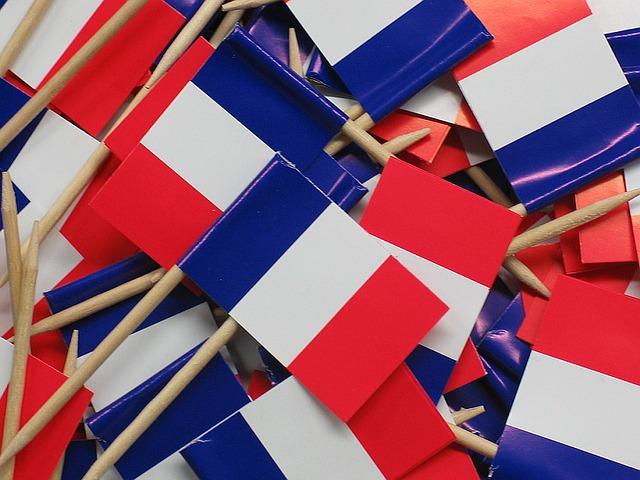 Petits drapeaux français.