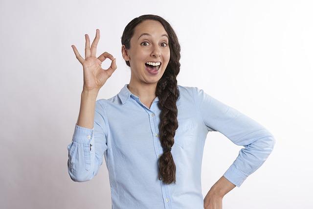 Une femme qui dit oui au jeu en communauté à l'EuroMillions.