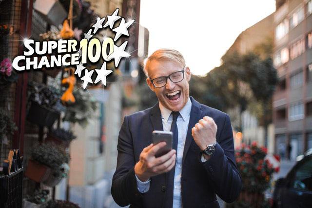 Homme heureux d'avoir gagné l'Euro Millions.