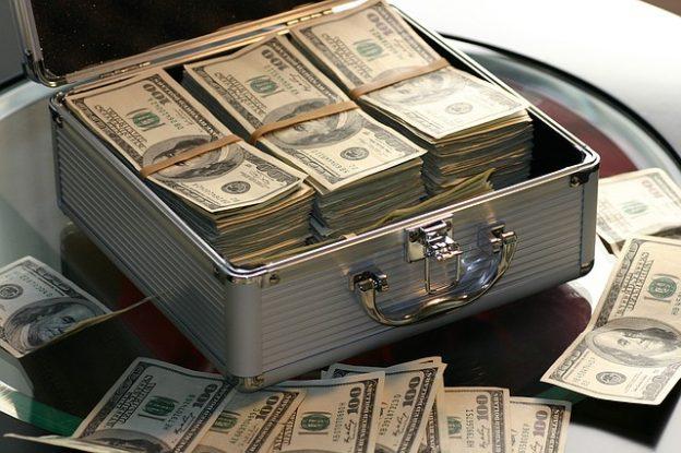 Malette contenant des billets de banque.
