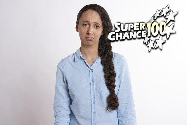 Femme triste à cause des changements de l'EuroMillion.